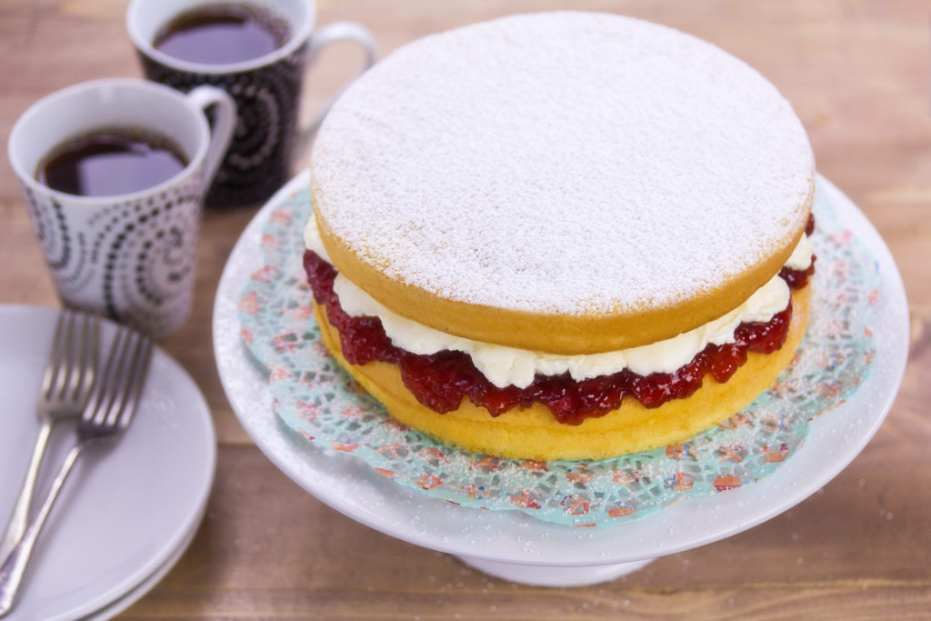 Bake victoria sponge with ingredients from www.realplasticfree.com